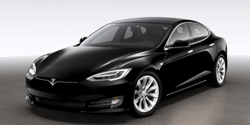 Elon Musk lo confirma: Si quieres un Tesla negro, ahora te costará más. Noticias en tiempo real
