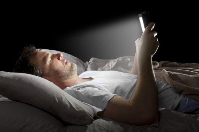 descubren-el-gran-engano-de-la-luz-nocturna-en-la-pantalla-de-nuestro-smartphone
