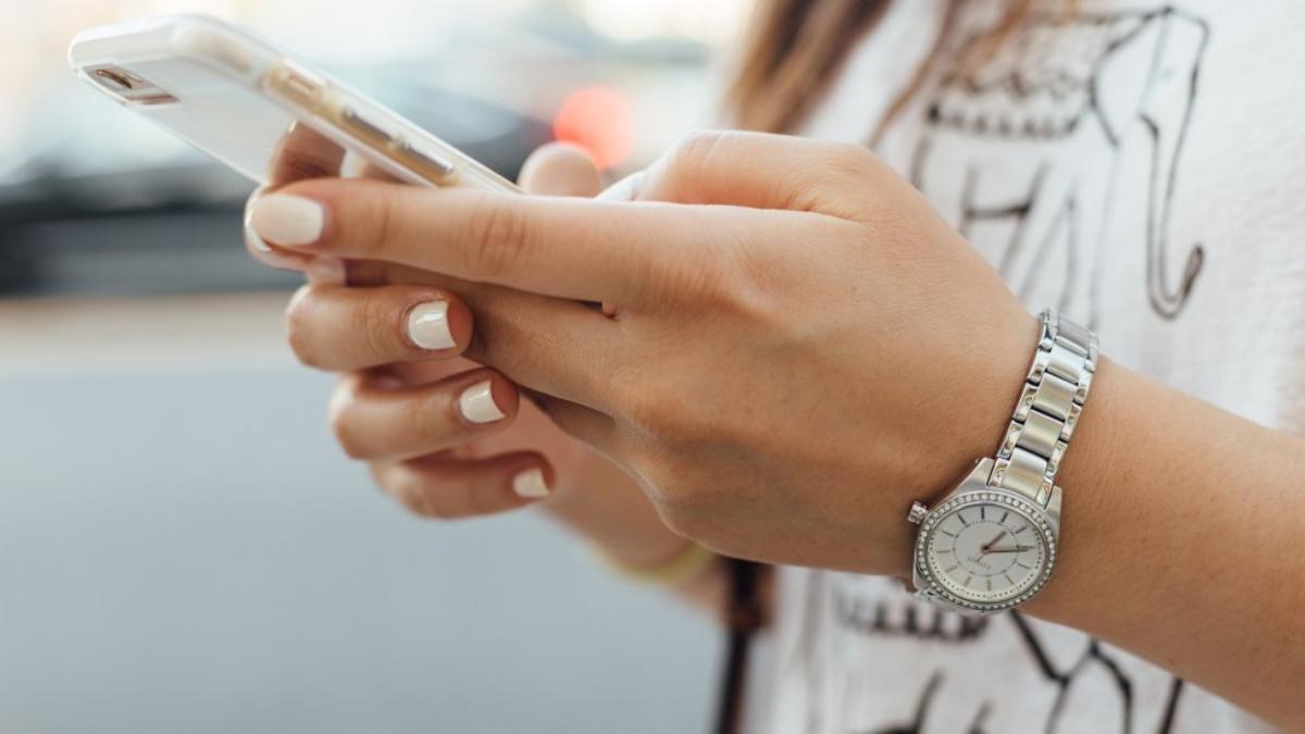 celulares-buenos-bonitos-y-baratos-para-regalar-a-mama