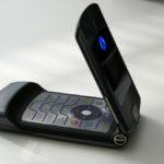 la-tecnologia-por-la-que-regreso-el-celular-mas-famoso-de-motorola