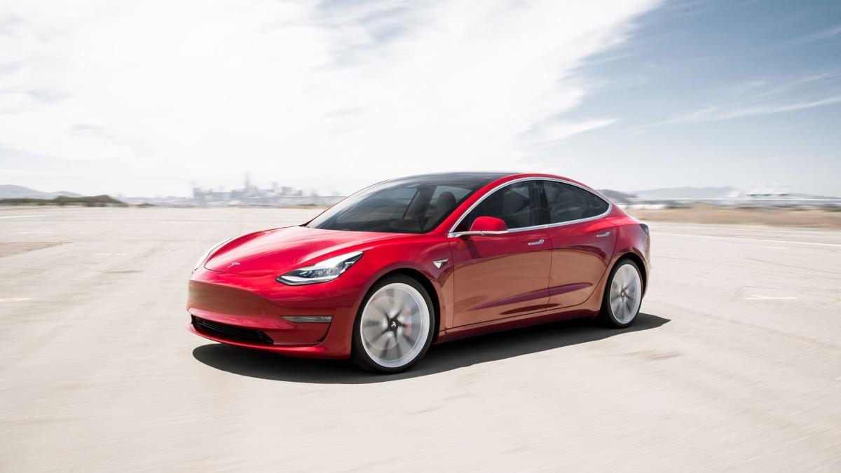 Tesla anuncia nueva batería que le permitirá vender sus coches al mismo precio que un vehículo de gasolina. Noticias en tiempo real